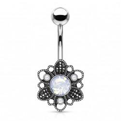 Piercing nombril fleur antique avec une opaline blanche Rixas